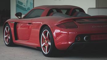 Még egy Carrera GT is van ebben az elhagyott kínai kereskedésben