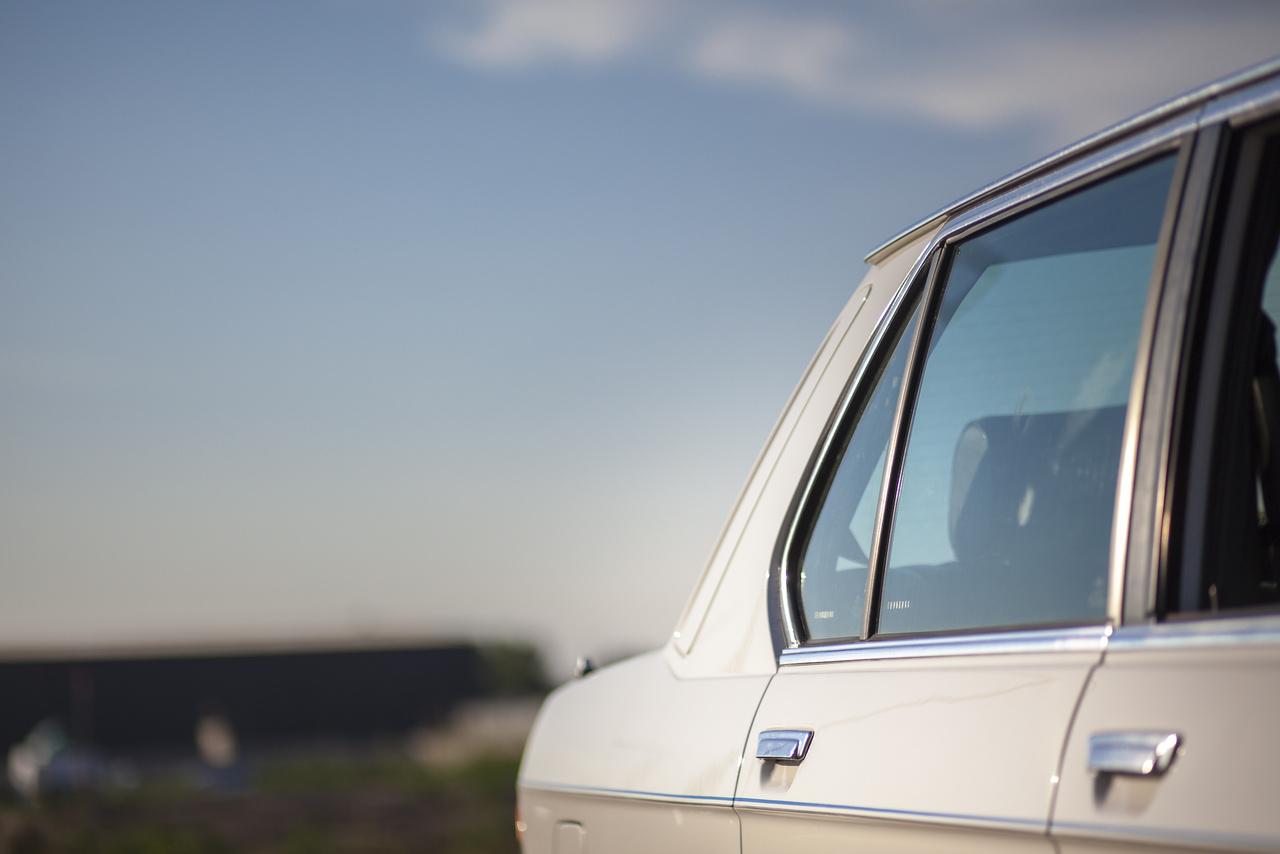 A Hofmeister-Knick, avagy mifelénk hokiütő, tovább élt Luthe formatervén is. Paul Bracq magasra tette a lécet, de az őt követő Luthe megugrotta a azt, és az E28 mellett olyan meghatározó modellek vonalait vetette papírra (vagy épp a BMW-s bérszámfejtők magányos számítógépére), mint az E30, E34, E32 és az M1 óta az egyetlen bukólámpás bajor, az E31.