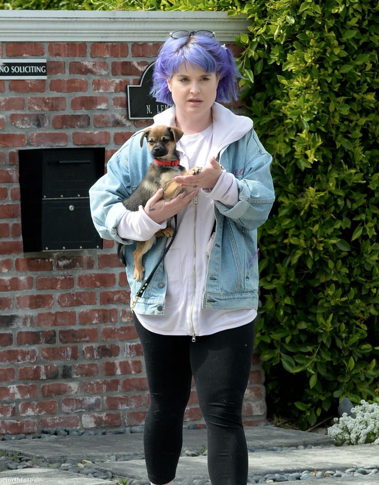 Ez és az előbbi fotó idén márciusban készült Kelly Osbourne-ról.