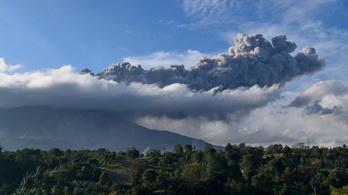 Több mint egy év után újra kitört a Sinabung vulkán Indonéziában