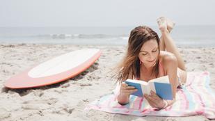 Nem mindegy, milyen pózban olvasol a strandon