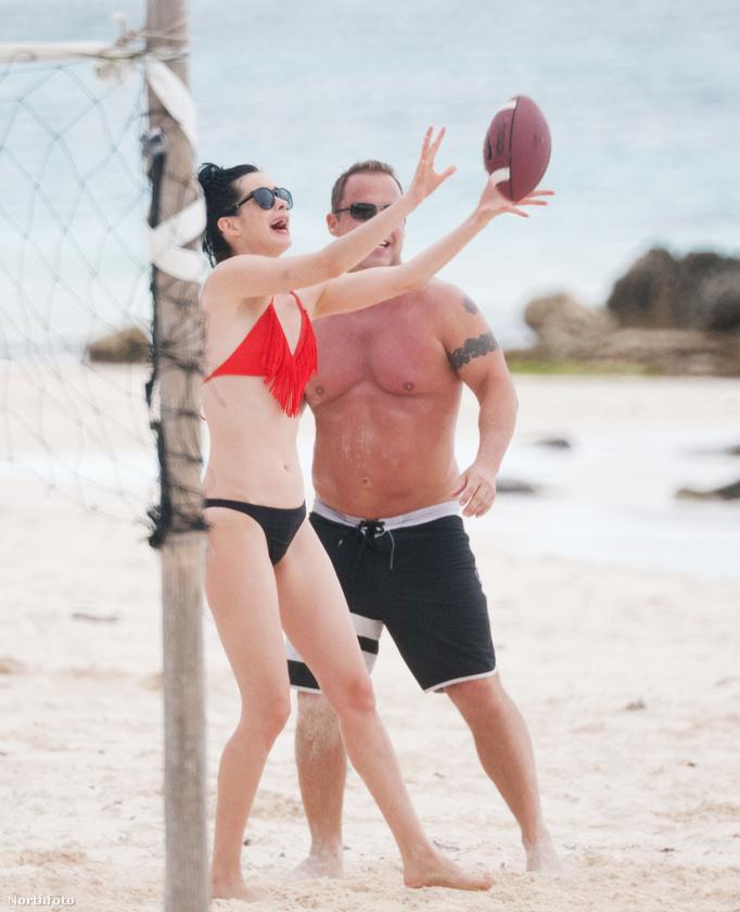 Krysten Ritterről nagyon ritkán írunk, ezért is közöljük örömmel: ő is szokott vízparton sportolni