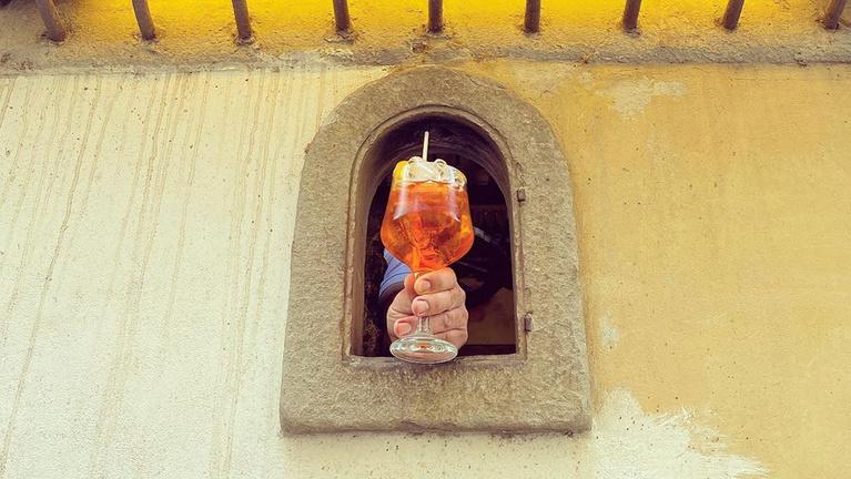 Több évszázados olasz szokást élesztett fel a koronavírus