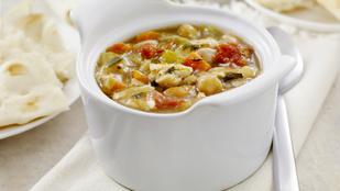 A minestronét csicseriborsóval és friss zsályával is érdemes kipróbálnod