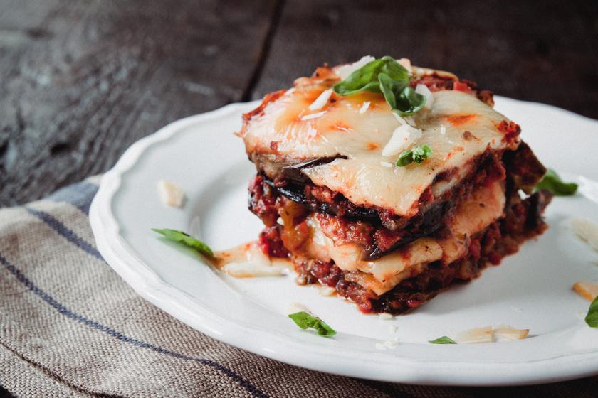 A híres szicíliai rakott padlizsán kétféle sajttal: isteni vegetáriánus fogás