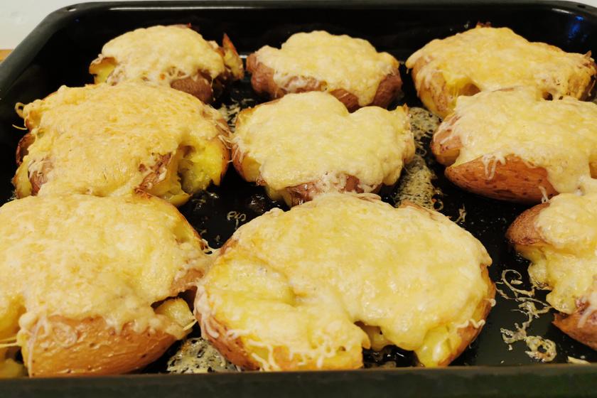 Filléres, tepsiben pirult zúzott krumpli – Sajttal és izgalmas fűszerekkel sül össze