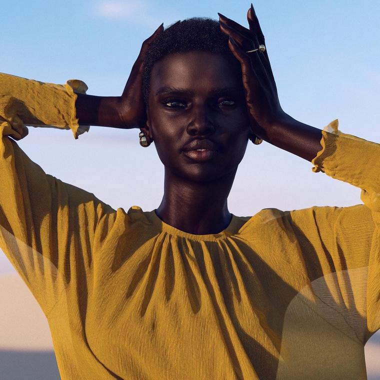 A magát divatmodellként emlegető jelenség évi 34 és félmillióval támogatja létrehozóit, és többek között Cindy Crawford is követi.