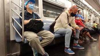 Az arcfelismerés maszkkompatibilissá tételét kérik az Apple-től