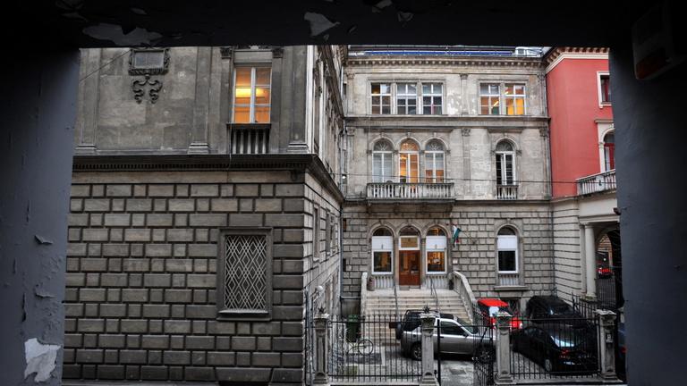 Hüllőkeltető és gyurcsányozás: egyre élesedik a Színművészeti miatti vita