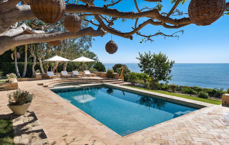 A nyugodt pihenéshez Kim Kardashian egyik barátnőjének, Diana Jenkinsnek a Malibu-i luxusvilláját választották.