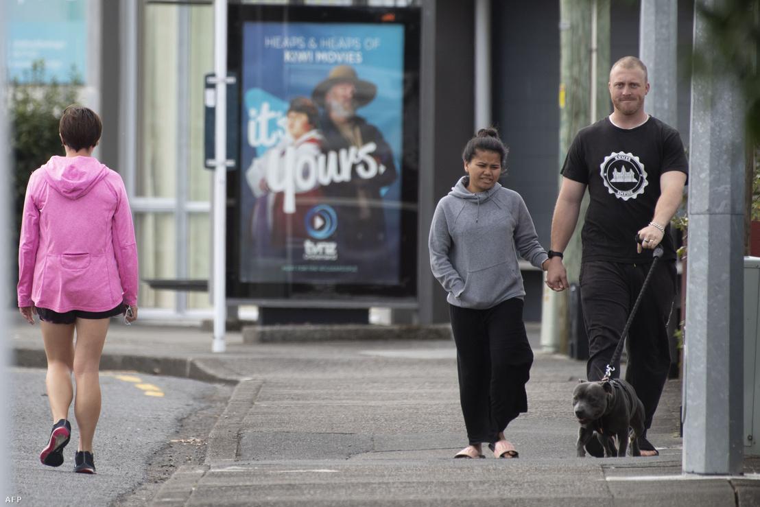 Gyalogosok Wellington közelében, 2020. április 20-án