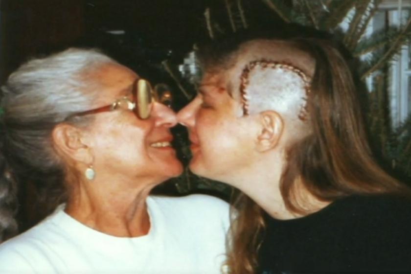 Jill Bolte Taylor a műtét után édesanyjával.