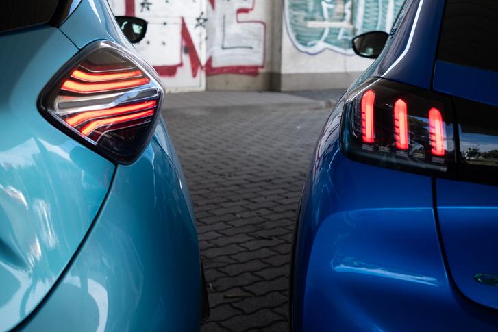 Azért a Zoénak is modernre kozmetikázták a ledes hátsó lámpáját, de a Peugeot-é jobban néz ki