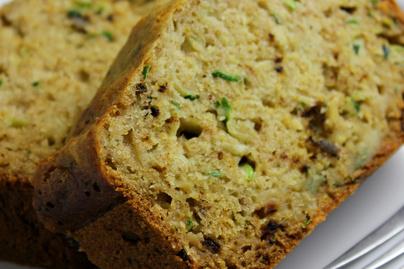 Gyors, kelesztés nélküli cukkinis kenyér – Görög joghurttól puha és szaftos a tésztája