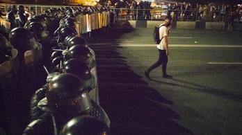 Ellenfelét elűzte, de a tüntetőkkel nem bír Lukasenko
