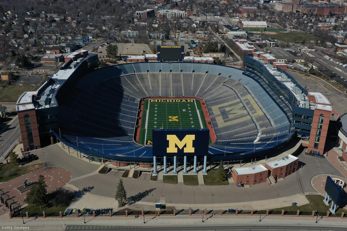 A Michigan Wolverines csapat stadionja, a 107 ezer férőhelyes Michigan Stadium – üresen