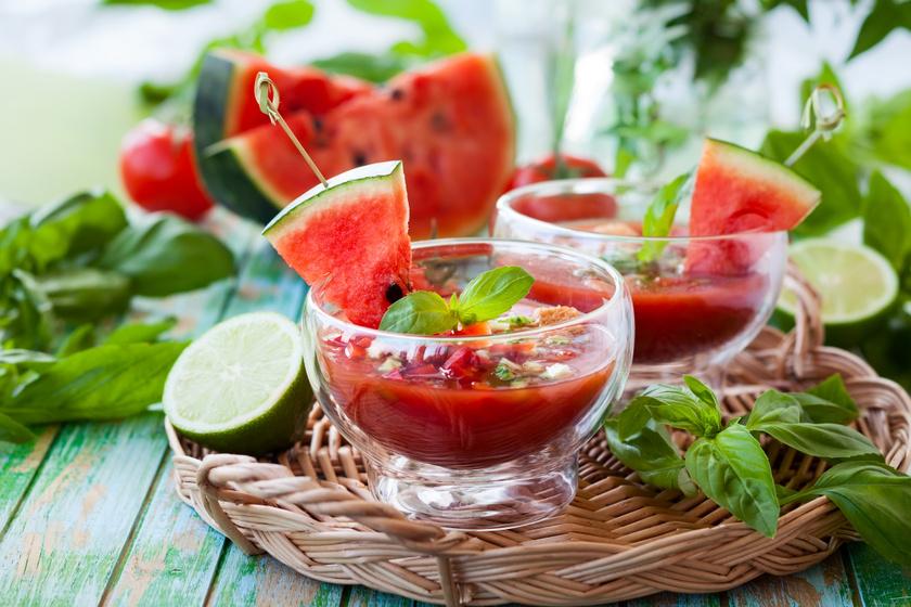 Sűrű lime-os, dinnyés gazpacho: jegesen a legfinomabb