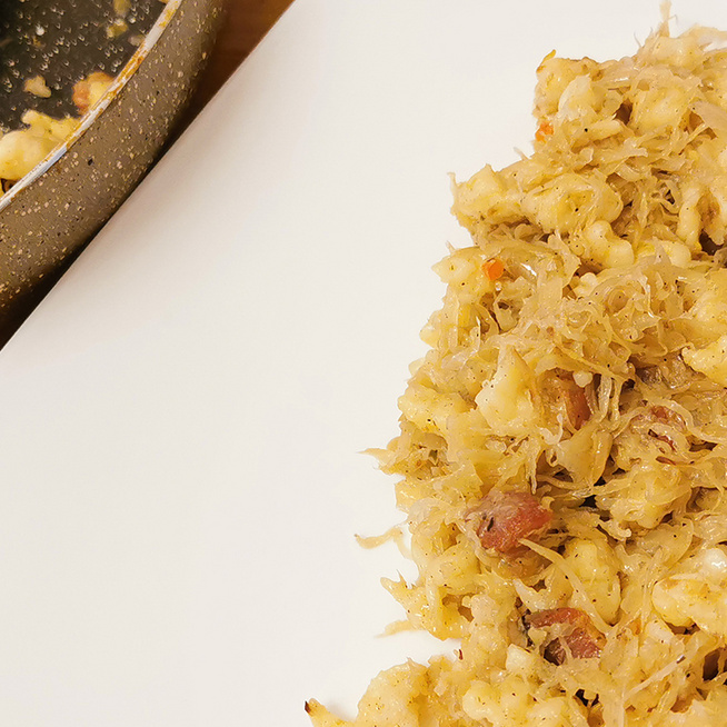 Ízletes, laktató savanyú káposztás nokedli: füstölt szalonnával készítve lesz igazán finom
