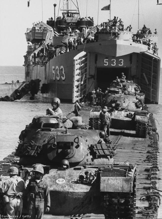 Az Egyesült Államok hadserege és haditengerészete egy inváziós gyakorlaton.
