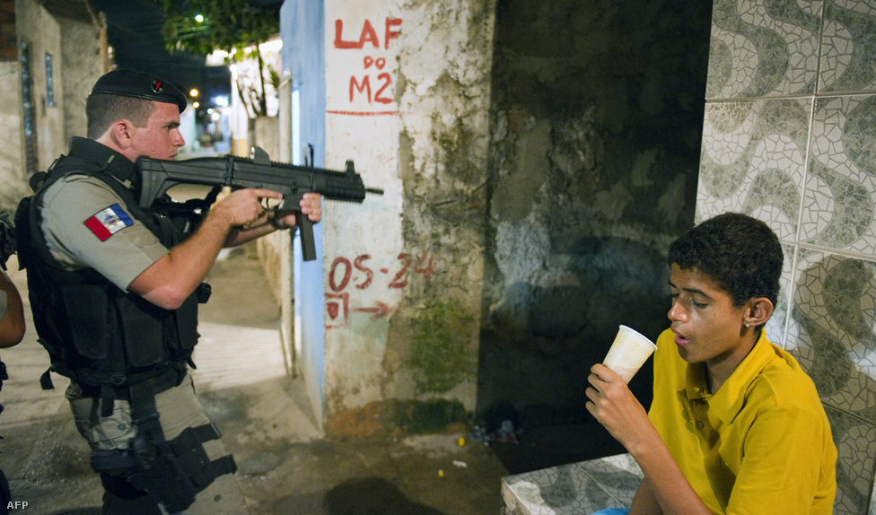 Maceio, Brazília, 3. hely. Lélekszám: 1 156 278. 100 ezer lakosra jutó                         gyilkosságok száma: 135,26                         Trópusi kikötőváros az utóbbi években szédítő ütemben fejlődő                         Brazíliában. Miközben Rio de Janeiróban és Sao Paulóban jelentősen                         sikerült visszaszorítani a bűnözést az elmúlt évtizedben, Maceio                         gyorsan Brazília alvilágának központja lett. Az illegális                         fakitermelés, fegyver- és drogkereskedelem virágzik, a korrupt                         rendőrség és városvezetés szinte egyáltalán nem állja útját az                         elharapózó erőszaknak.