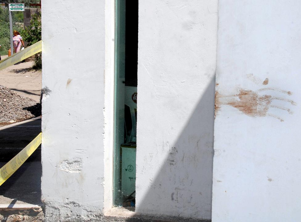 Torreón, Mexikó, 7. hely. Lélekszám: 1 128 152. 100 ezer lakosra jutó                         gyilkosságok száma: 87,75                         Mexikó egyik ipari és kereskedelmi központja, a belföldi repülőjáratok                         fontos csomópontja a sivatag közepén. Az elmúlt évek mészárlásai                         nyomán a halál városa gúnynevet kapta. Az utcai lövöldözések a                         drogkartellek tagjai között mindennaposak, és helyi jellegzetességként                         az ellenséges drogbandák megölt tagjainak fejeit illetve a                         megcsonkított testeket szokás közszemlére tenni az elrettentő hatás                         fokozása érdekében.