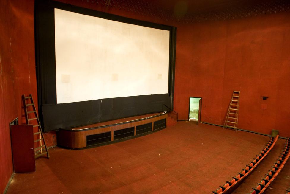 A 11-szer 14 méteres színpadon angol nyelvű darabok is időről időre színre kerülnek majd, híven a Merlin hagyományaihoz. Emellett számos egyéb klub, rendezvény is beköltözik a tervek szerint az Átriumba: például dokumentumfilm-sorozatot tervez a Heti Válasz, vagy operát a Batarita Társulat.