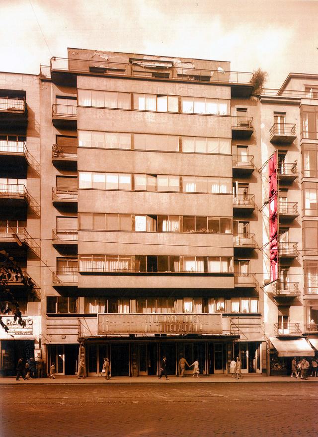 Az eredetileg Átrium Moziként működö helyet később Május 1. Mozira keresztelték át. Generációk néztek itt német, szovjet, magyar és persze amerikai filmeket, sokan smároltak az évek alatt a hátsó sorokban, vagy éppen lógtak az iskolából Rambo, vagy éppen Mihalkov kedvéért.