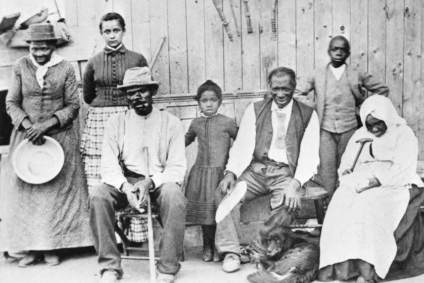Harriet Tubman (balra) a felszabadított rabszolgákkal.