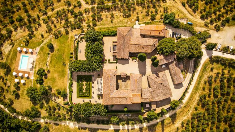 A fotókon a Firenzétől 35 kilométerre található Castellina in Chiantit láthatja, egy kicsit magasabbról, mint az előző képen