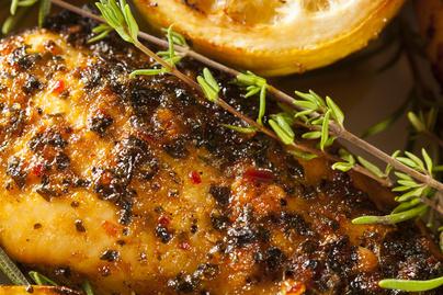 Omlós csirkemell pikáns dijoni mustáros, citromos pácban – Puha és szaftos marad a hús