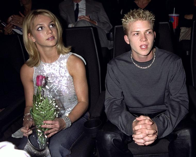 Utána következett Robbie Carric, akit 1999-ben Spears egyszer elvitt megsétáltatni egy vörös szőnyeges bevonulásra, de aztán ennyiben véget is ért a kapcsolatuk
