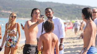 Samuel Eto'o jófej a rajongókkal a Riviérán