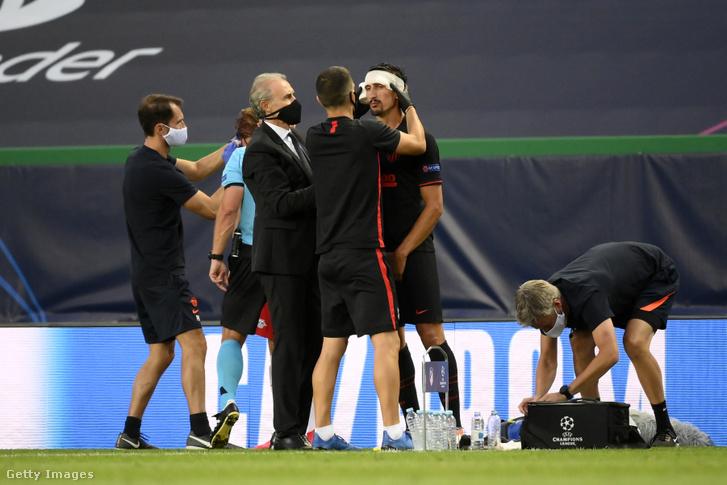 Savicot ápolják a Leipzig-Atlético BL-negyeddöntőn.