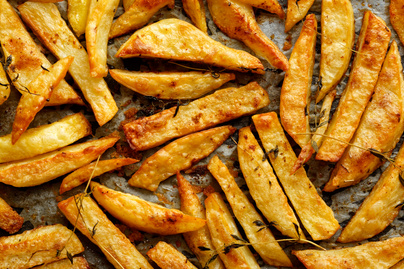 Tepsiben sült, extra ropogós sült krumpli – Jóval kevesebb olaj kell hozzá