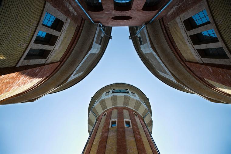 A terveket Weiss Albert, egy elismert zürichi gázgyáros, Bernauer Izidor világítási igazgató, valamint Schön Győző mérnök készítették, és két éven belül be is fejezték