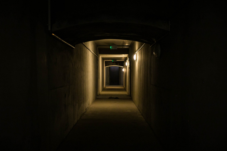 A gázgyár alatt egy hosszú pincefolyósó vezet végig, szinte egy kisebb labirintusra hasolít az egész