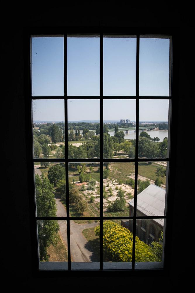 Fentről, az  ablakokon át gyönyörű panoráma tárul elénk