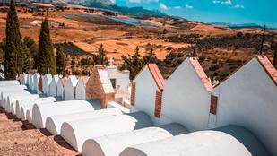 Ennek a kis spanyol kis településnek a temetője a legnagyobb látványossága