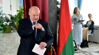 Belarusz választási bizottság: Lukasenko győzött a szavazatok 80,1 százalékával