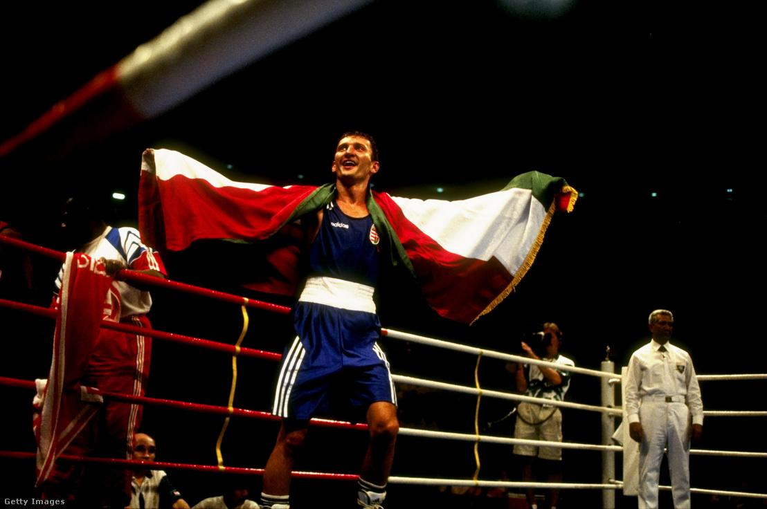 Kovács István ünnepli olimpiai győzelmét Atlantában 1996. augusztus 3-án