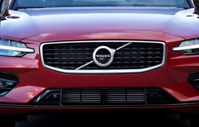 239388 New Volvo S60 R-Design exterior