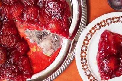 Isteni tarte tatin leveles tésztából – A francia fordított torta szilvás változata