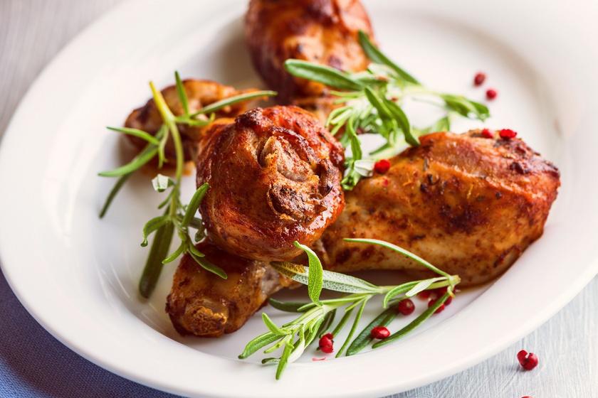 Egyszerű rozmaringos, olívás csirkecomb: szaftos is, ropogós is
