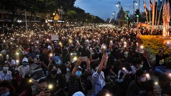 Tízezrek tüntettek a diktatórikus kormány ellen Thaiföldön