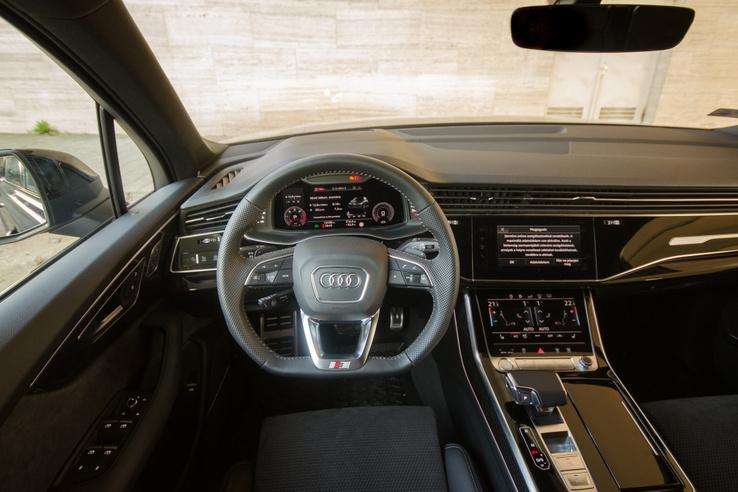 Ezt az Audi 3 küllőnek számolja, és valamiért Sportkonturnak hívja - a kontúrja tényleg elképesztő