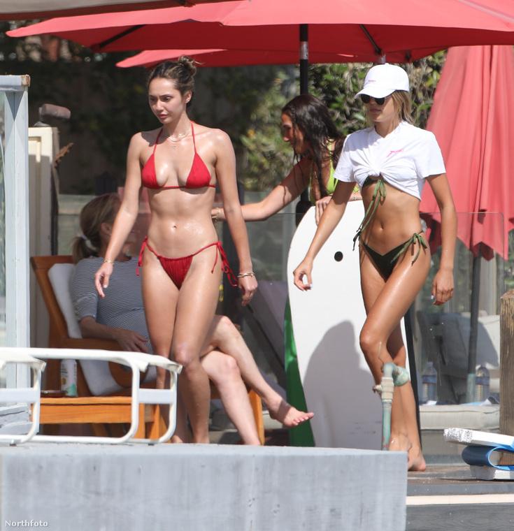 És vörös bikiniben előkerült még egy Stallone-lány, Sofia.