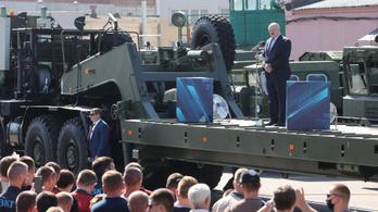 Mégsem csak holtan távozna a hatalomból Lukasenko
