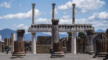 Szelfizni akart Pompeji egyik épületének tetejéről, 3000 eurója bánhatja