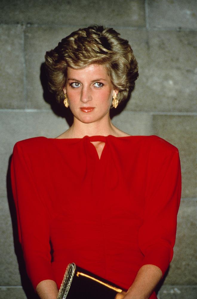 Lady Diana és Károly herceg házassága cirka másfél évtizedig tartott, Diana hercegné 1992-ben költözött el férjétől, akitől formálisan csak 1996-ben vált el.