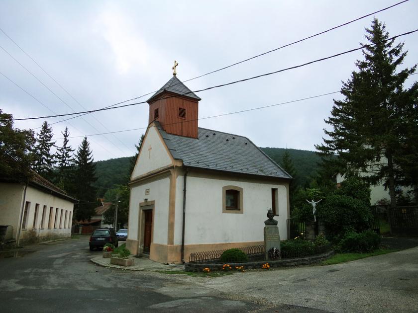 Pilisszentlászló igazi nyugodt sziget az agglomerációban, mely a Visegrádi-hegység legmagasabban fekvő települése. Csodás túraútvonalak indulnak innen szerte a vidékre.